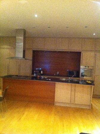 Glasgow Loft Apartments: Kitchen