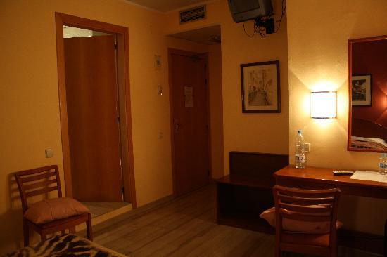 Hotel Cortes: Altra prospettiva camera