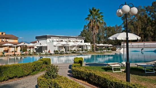 Salice Club Resort: la piscina 4