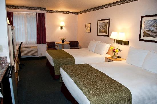 Garibaldi House Inn & Suites : Comfortable 2 Queen Room