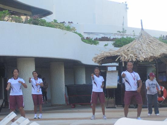 Hotel Venetur Margarita: Dançarinos para nos divertir na hora do banho de sol
