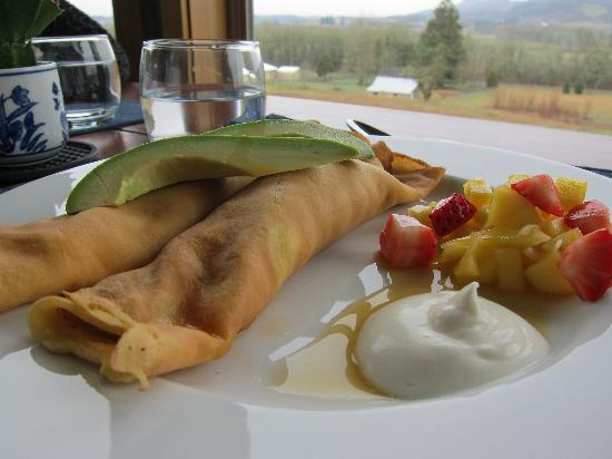 Le Puy A Wine Valley Inn: One of the gourmet breakfasts, complete with a view.