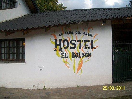 La Casa del Árbol  Hostel El Bolson: el ingreso