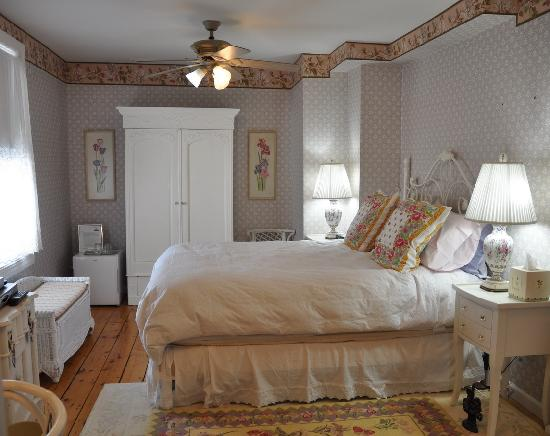 The Sea Spray Inn: The Lavender Bedroom