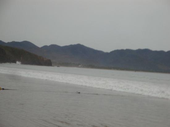 Los Angeles Locos : vista de la arena de la playa, es delgada