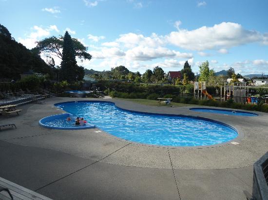 Cooks Beach Resort: The pool