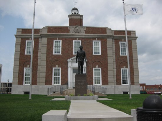 Harry S. Truman Farm Home : Harry S. Truman in front of the Court House, Independence, MO
