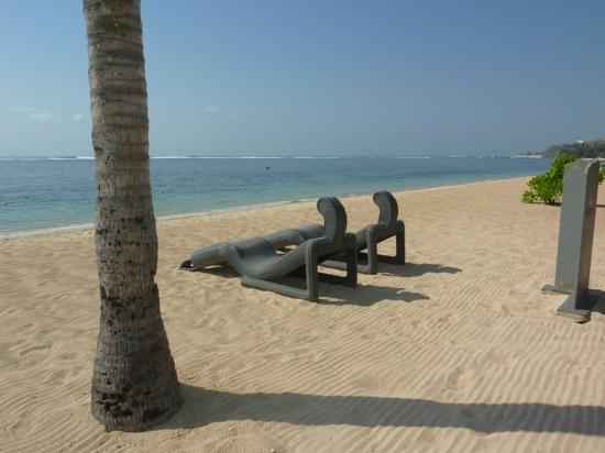 The St. Regis Bali Resort: the sand was raked every morning