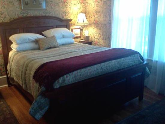 Oscar H. Hanson House Bed and Breakfast: Cambridge Room