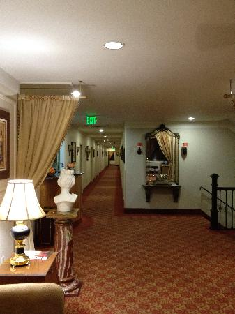 Hotel Brandwood: Front Desk/Lobby