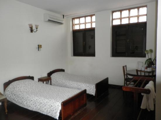 ฮีเรนเฮาส์: the 2 single beds in our Family Room
