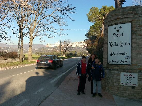 Hotel Villa Elda: strada principale
