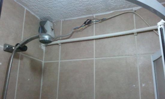 Ast Hotel: Shower!!!!!
