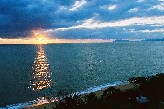 Amaroo at Trinity: Sunrise from Ocean View Studio