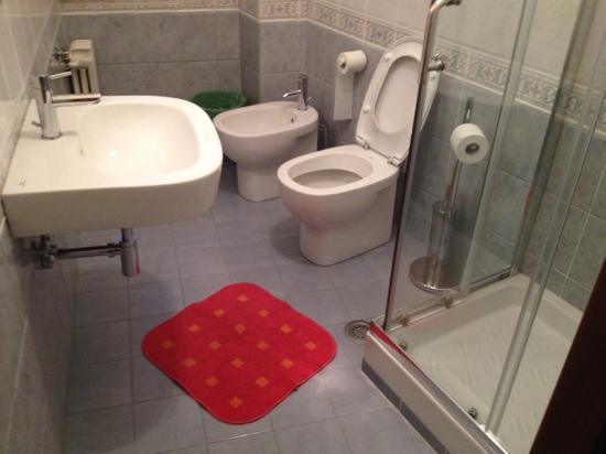 Hotel Papa Germano: Bathroom