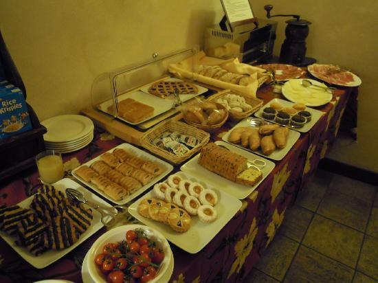 Hotel Residenza San Calisto: breakfast buffet