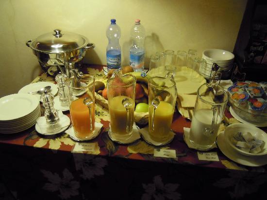 Hotel Residenza San Calisto: breakfast