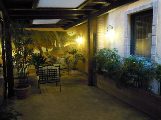 Hotel Residenza San Calisto: sitting room in patio
