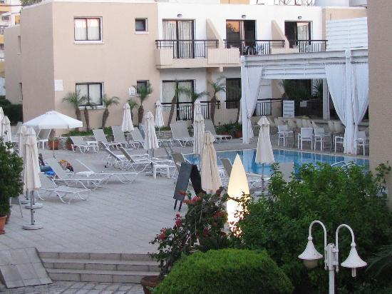 Senator Hotel Apartments: вид с балкона