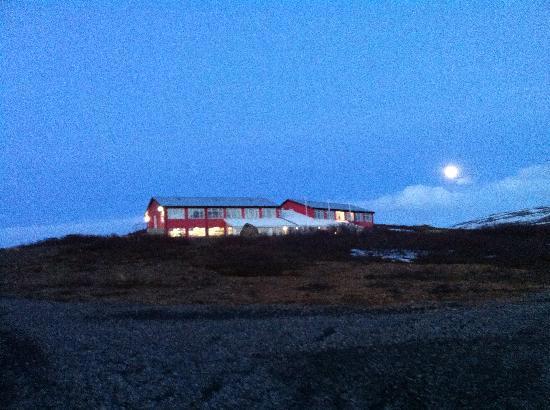 Hotel Glymur: Hotel by moonlight