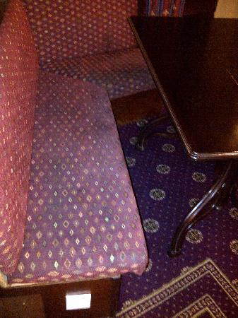 Stromness Hotel: Filthy chairs in restaruant