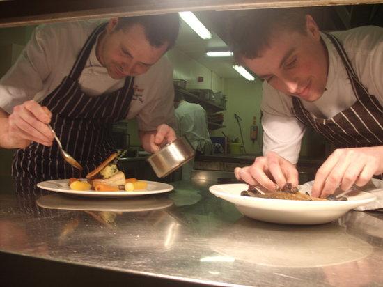 Squires Restaurant at Bridgewood Manor: Head & Sous Chef Jan 2012