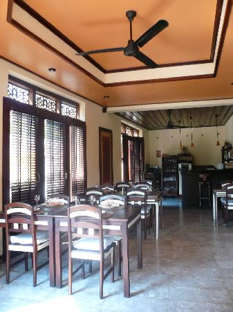 Couleur Cafe and Restaurant: in saynamkhan river view hotel