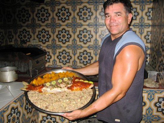 Paladar  Davimart : Chef David Aloma Serving Red Snapper