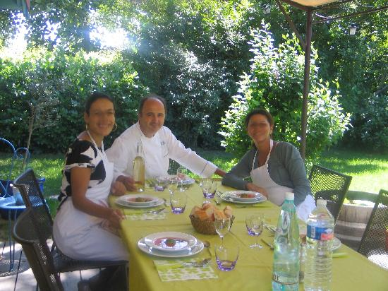 Lunch in the garden after the cooking class picture of - Cours de cuisine cook and go ...