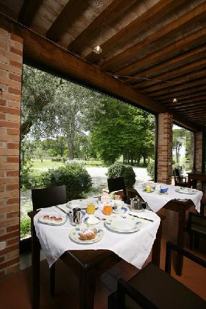 Villa Acquaviva : la colazione in veranda