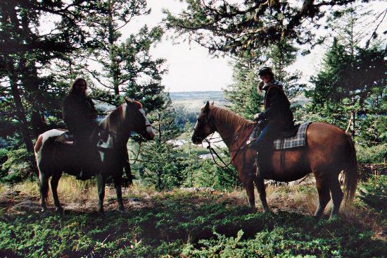 Crystal Waters Guest Ranch: Schöne Mädels auf schnellen Pferden
