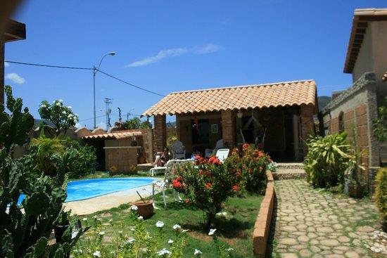 Posada Casa Mejillon: Vista interior desde el jardín