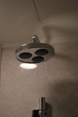 Tsuru Apartments: Rain Shower, it felt good to have a warm shower in winter ;)
