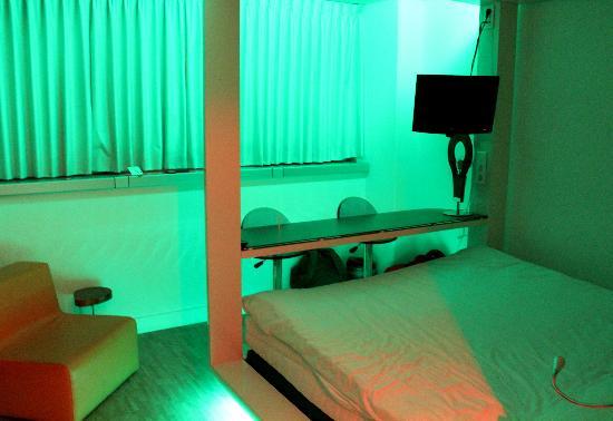 Qbic Hotel Amsterdam WTC: Qbic Hotel Room