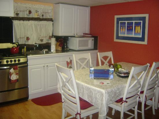 Esplanade Suites, a Sundance Vacations Resort: Kitchen