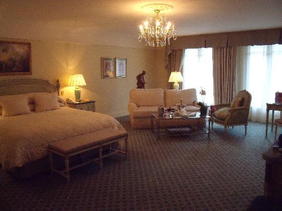 โรงแรมโฟร์ ซีซั่น จอร์จ ไฟฟ์ ปารีส: Room - premier?