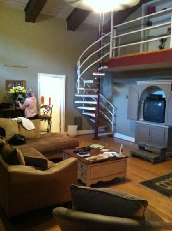 Pilot Knob Inn: penthouse suite