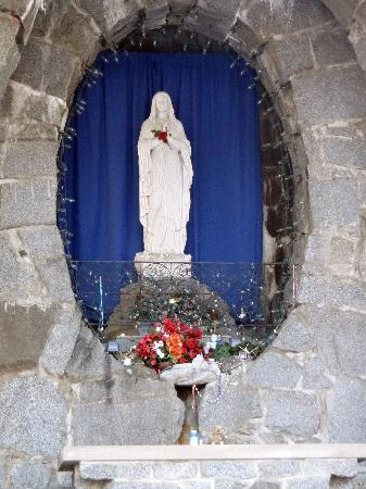 Franciscan Guest House: Shrine to Mary
