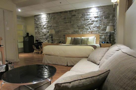 Hotel du Vieux-Quebec : Lit King très confortable