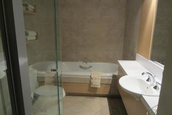 Bain a remous picture of hotel du vieux quebec for Bain a remous exterieur
