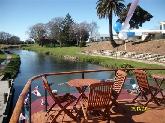 Marlborough's River Queen: Relax n the front deck - enjoy the scenery