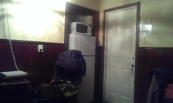 Sun Deck Motel: Microwave