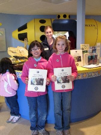 Coastal Discovery Center at San Simeon Bay (Monterey Bay NationalMarine Sanctuary): Visitors from Fresno, CA with completed Jr.Ranger Guides - just one of the fun and educational a