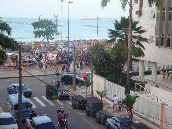 Oasis Atlantico Fortaleza Hotel : vista da piscina pra feirinha