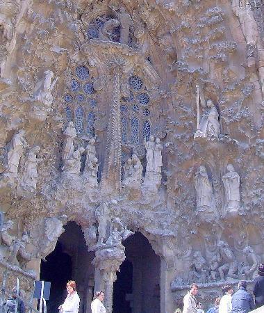 Walkabout Barcelona: just one facade of Gaudi's cathedral