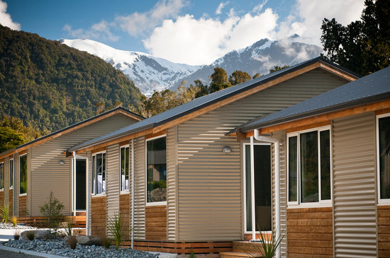 Franz Alpine Retreat: Franz Josef Glacier as a backdrop