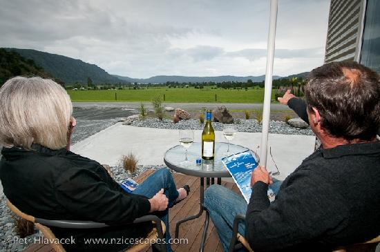 Franz Alpine Retreat: Each chalet has a deck to enjoy the views and a glass of wine