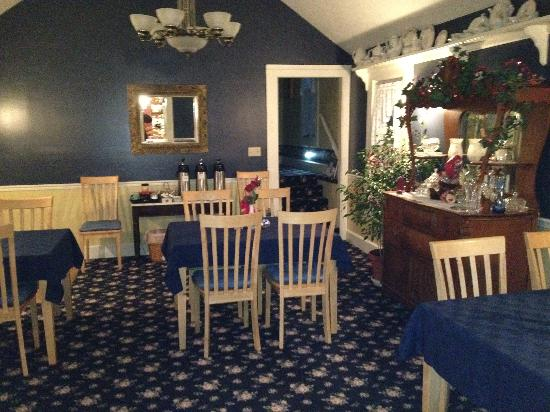 1875 Homestead Bed and Breakfast: Dinning room