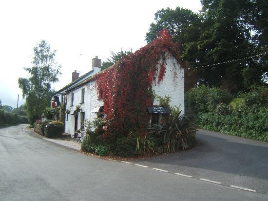 The Black Bear Inn: Side view