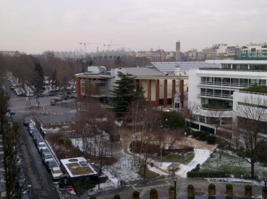 Apparthotel Mercure Paris Boulogne : View from window, with Stade Pierre de Coubertin in the middle and Parc des Princes a little fur
